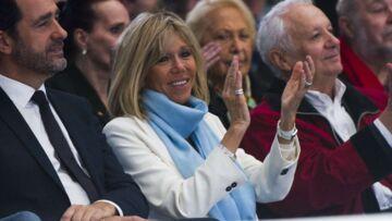 PHOTOS – Brigitte Macron, chic aux couleurs de l'Olympique de Marseille, au Vélodrome