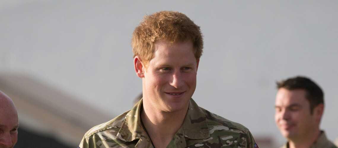 Le prince Harry rend son treillis