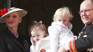 PHOTOS – Visite surprise d'Albert, Charlène et leurs jumeaux au village de Noël de Monaco