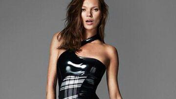 Kate Moss, brunette pour Versace