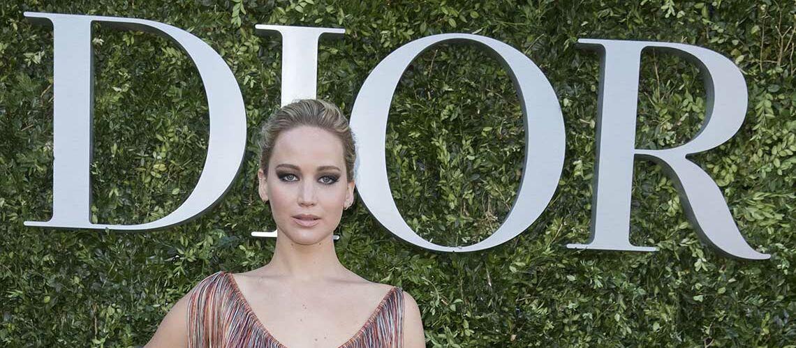 PHOTOS – Jennifer Lawrence en montre trop au défilé Dior