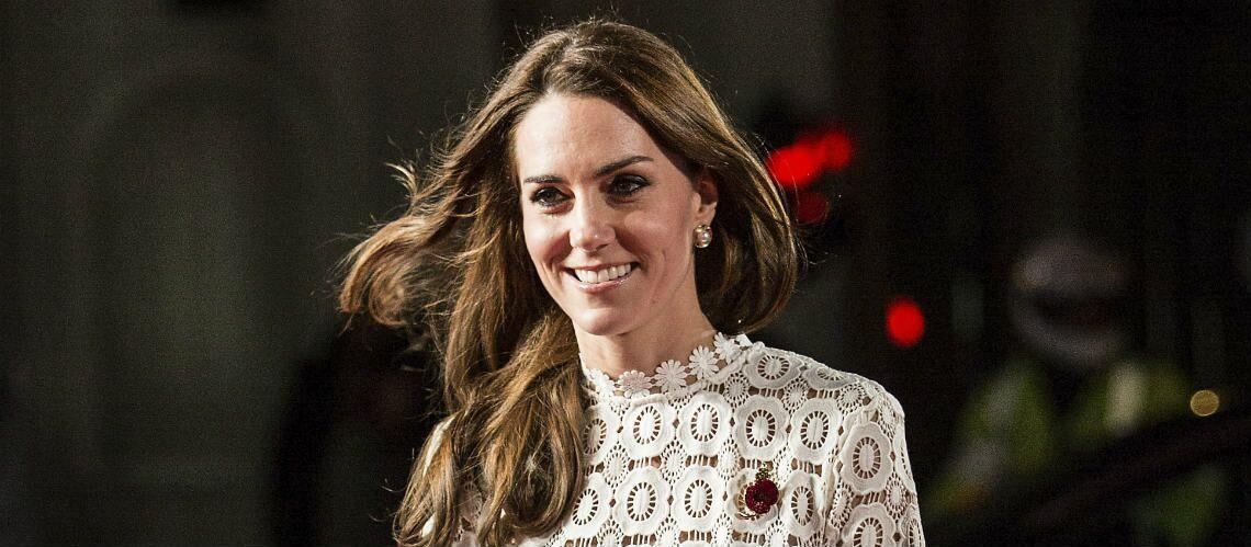 PHOTOS – Kate Middleton: sa robe blanche ultra fendue déjà en rupture de stock