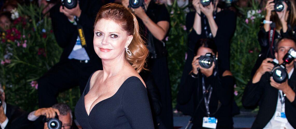 PHOTOS – Susan Sarandon: Canonissime, l'actrice de 70 ans enflamme le tapis rouge en robe noire décolletée et fendue