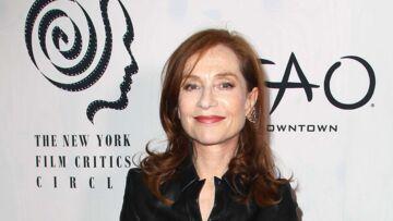 PHOTOS – Isabelle Huppert élégante dans une robe en cuir au New York Film Critics Circle Awards