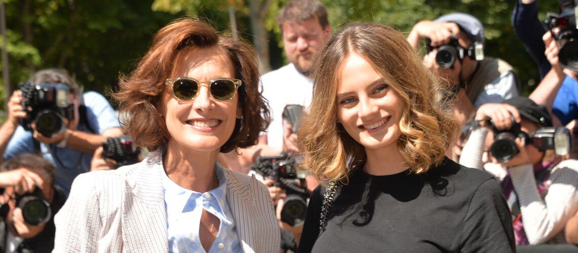 PHOTOS – Inès de la Fressange et sa fille Violette inséparables pour le défilé Chanel