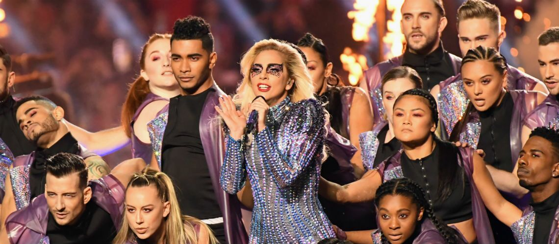 PHOTOS – Lady Gaga : son maquillage en strass et paillettes au Super Bowl