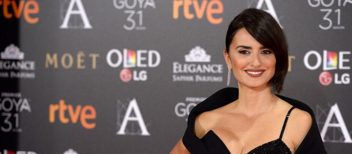 PHOTOS – Penelope Cruz, sexy en robe fourreau fendue, s'empare des Goya Awards