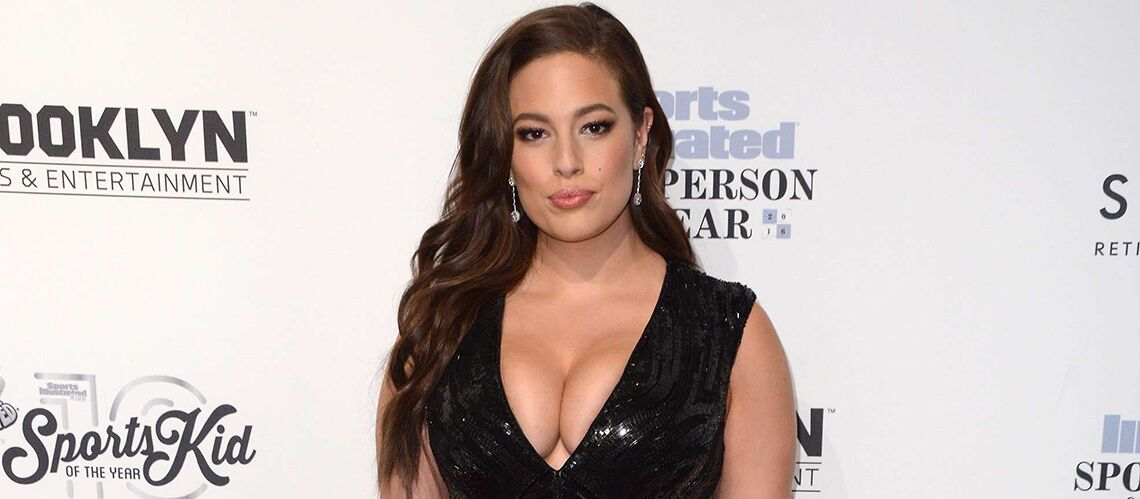 PHOTOS – Ashley Graham : décom­plexé, le top XL s'af­fiche en bikini sexy avec son mari