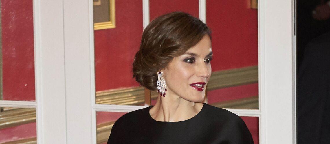 PHOTOS – Letizia d'Espagne, traditionnelle et élégante, avec son chignon andalou revisité