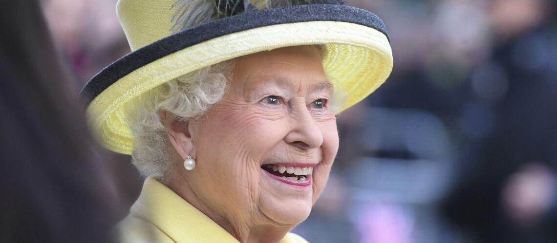 PHOTOS – Soulagement, la reine Elizabeth II réapparaît en public