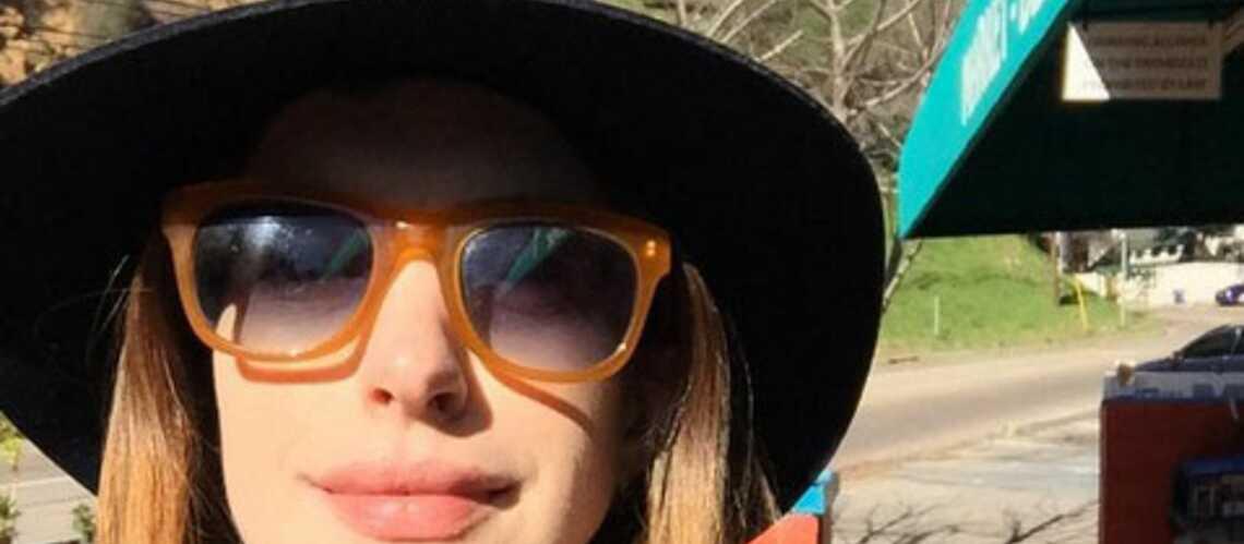 Anne Hathaway voit la vie en blonde