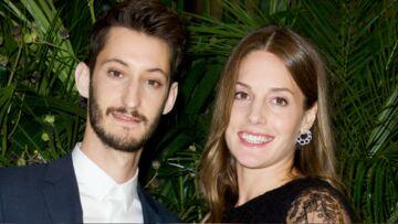 PHOTOS – Pierre Niney bientôt papa: sa compagne Natasha Andrews attend leur premier enfant