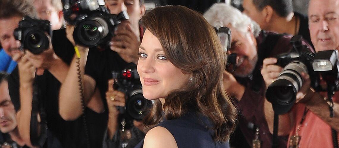 PHOTOS – Marion Cotillard très enceinte ose  la minirobe sexy au dîner pré Golden Globes