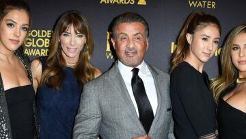 PHOTOS – Les trois sublimes filles de Sylvester Stallone distribueront les statuettes aux prochains Golden Globes