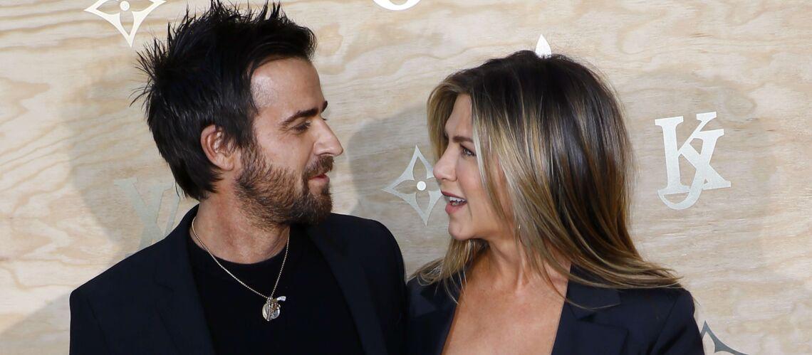 PHOTOS – Jennifer Aniston et Justin Theroux: assortis et amoureux en total look noir