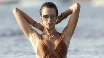 PHOTOS – En tout petit bikini à Ibiza, Alessandra Ambrosio est toujours plus sexy