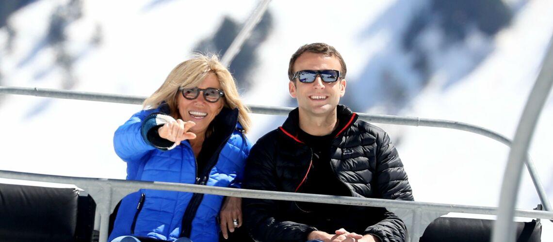 PHOTOS – Emmanuel et Brigitte Macron font du ski, la photo qui amuse les internautes