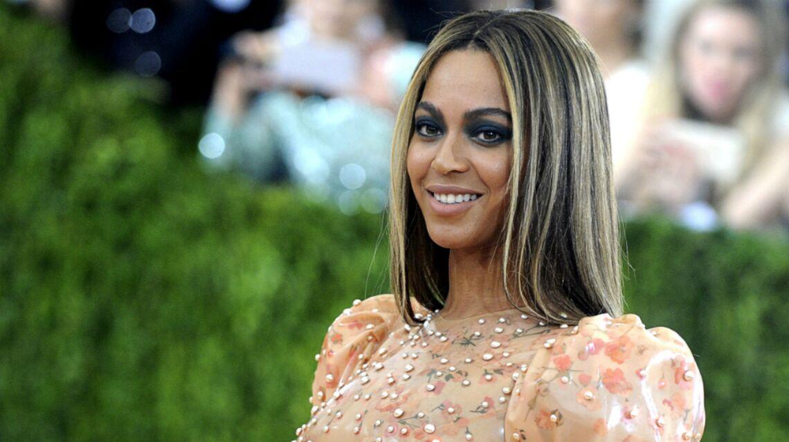 VIDÉO – Beyoncé, enceinte et quasiment nue fait le show aux Grammy Awards