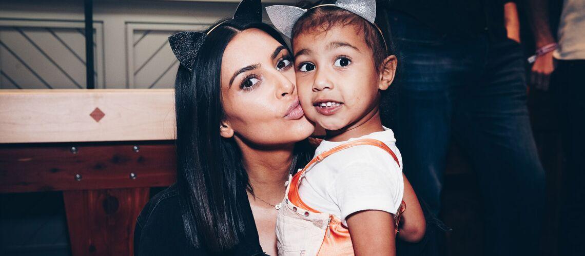 Kim Kardashian: critiquée sur les réseaux sociaux, Kim Kardashian assume de faire porter à sa fille North West un (faux) corset