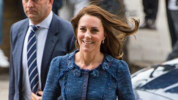 PHOTOS – Kate Middleton, elle adore son tailleur en tweed bleu