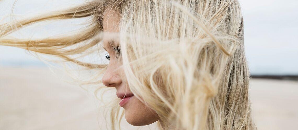 Cheveux: comment prendre soin de sa coloration à la plage?