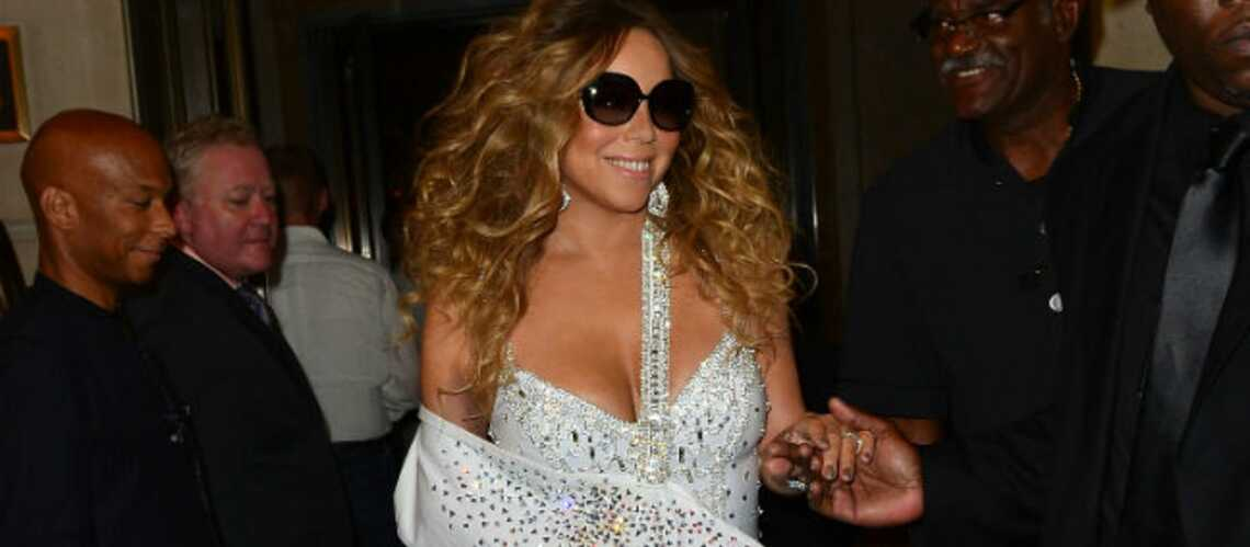 Photos- Mariah Carey plâtrée mais glamour