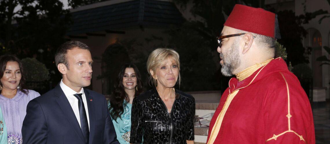 PHOTOS – Brigitte Macron en robe longue, noire et scintillante, pour rompre le jeûne avec le roi du Maroc