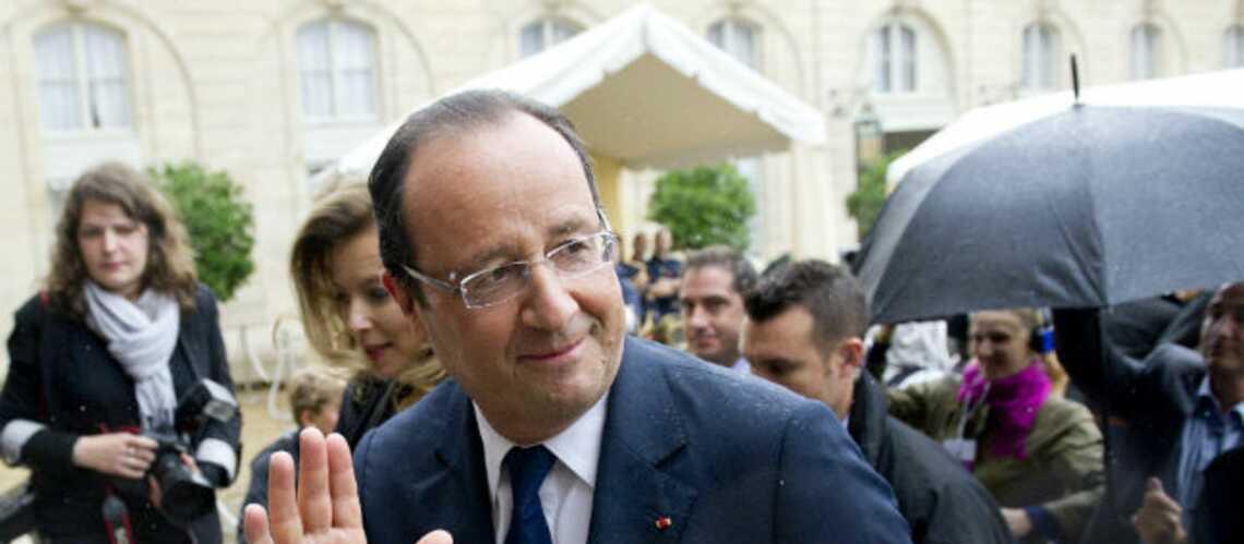 Photos- François Hollande, encore un bain de foule pluvieux