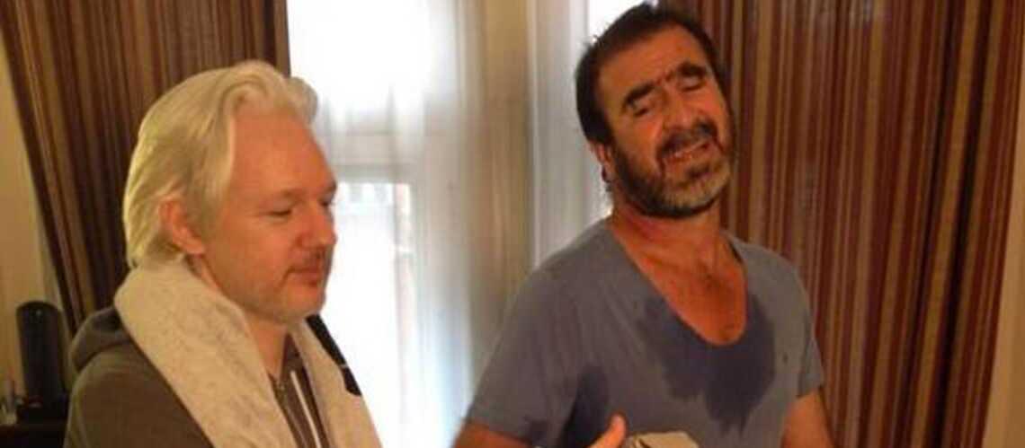 Julian Assange fait suer Eric Cantona