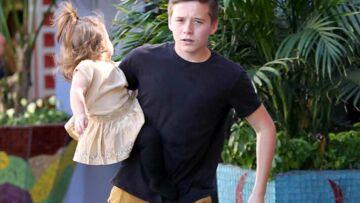 Photos – Brooklyn Beckham aux petits soins avec Harper