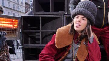 PHOTOS – Kendall Jenner et son étrange bonnet en laine XXL au défilé Marc Jacobs