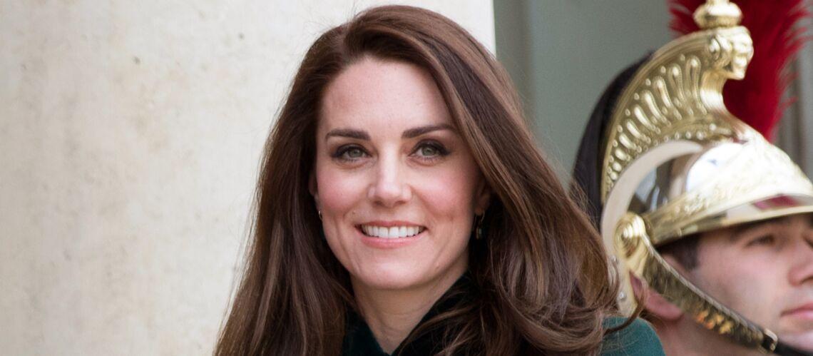 PHOTOS – Kate Middleton: superbe en long manteau pour son rendez-vous avec François Hollande à Paris