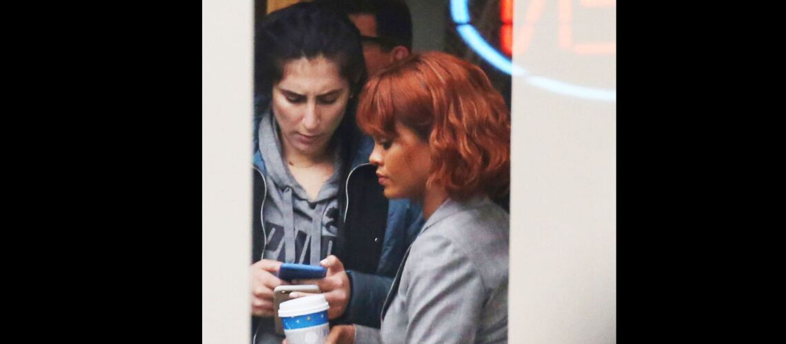 PHOTOS – Rihanna vire au roux sur le tournage de Bates Motel