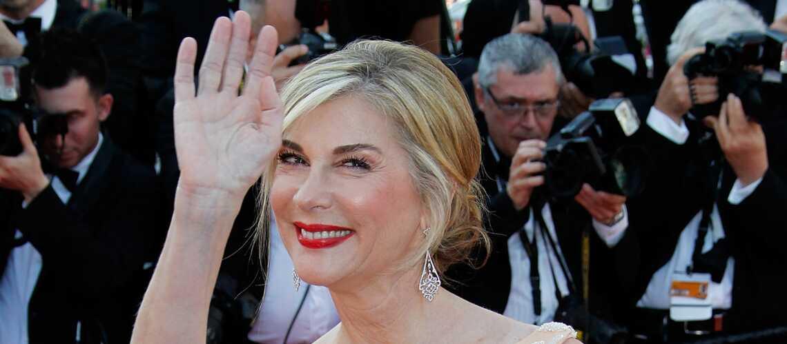 Coiffure de Star: le chignon lisse de Michèle Laroque
