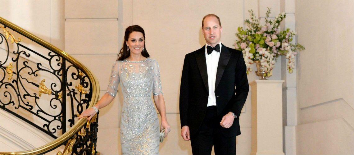 PHOTOS – Le défilé de mode de Kate Middleton à Paris: robes brodée, décolletée, à motifs ou en manteaux