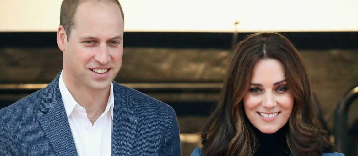 PHOTOS – Kate Middleton enceinte surprend en pantalon slim et veste d'officier à 651 €!