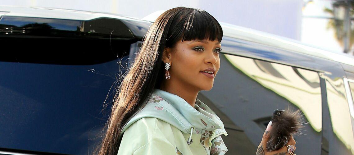 PHOTOS – Rihanna craque pour la frange et les cheveux ultra longs