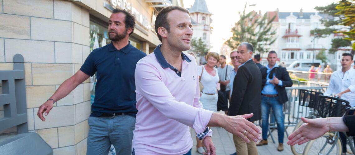 PHOTOS – Emmanuel Macron: polo à longues manches, jean, short blanc… Le look décontracté du président de la République au Touquet