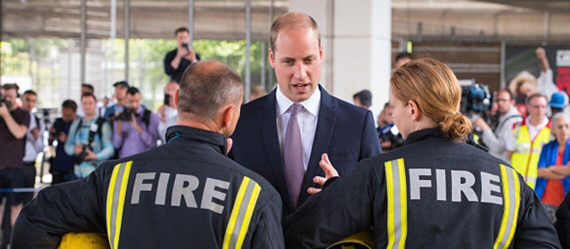 Le prince William rompt le protocole pour aller à la rencontre des victimes de l'incendie de Londres