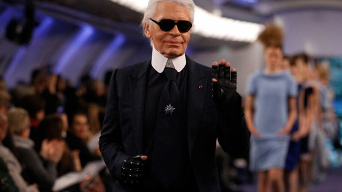 Vidéo- Karl Lagerfeld sublime la petite veste noire