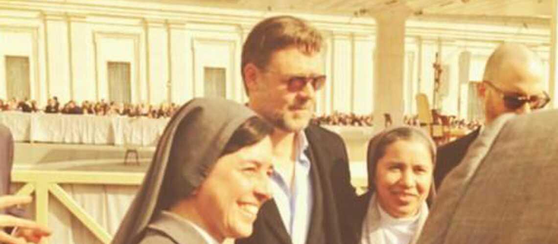 Russell Crowe se fait de nouvelles amies au Vatican
