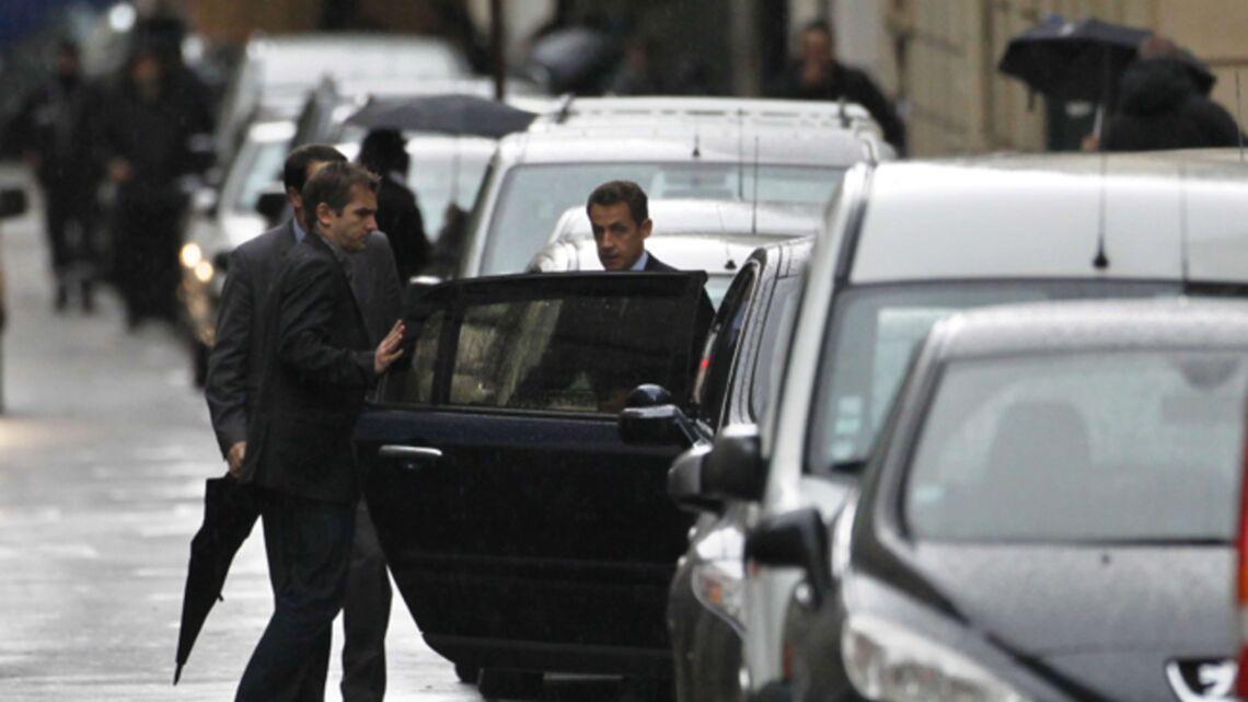 Vidéo – Carla Bruni-Sarkozy: La Muette aux abois