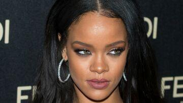 PHOTO – Rihanna pose seins nus avec un bébé dans les bras