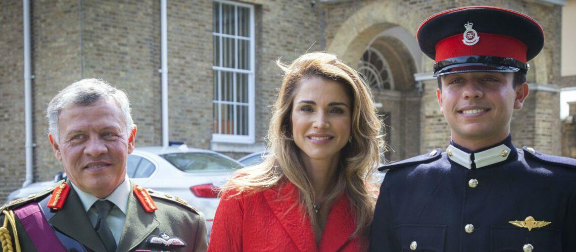 PHOTOS –Rania de Jordanie: Fière de son fils ainé Hussein, diplômé en Angleterre