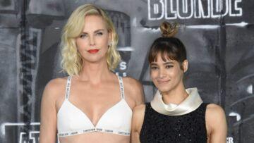 Charlize Theron se confie sur ses scènes sensuelles avec la française Sofia Boutella