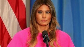 PHOTOS – Melania Trump: son manteau rose flashy à 3 000$ perturbe son discours