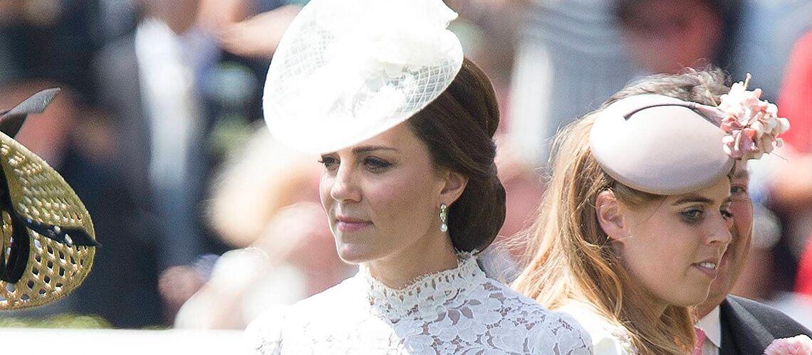 PHOTOS – Que fait la styliste de Kate Middleton? La tenue de la polémique