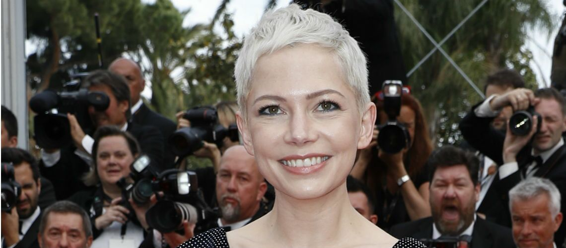 PHOTOS – On veut toutes la coupe courte blond platine de Michelle Williams!