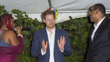 PHOTOS- Le prince Harry, interrogé sur sa petite amie Meghan, devient rouge pivoine