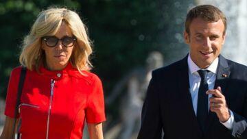 PHOTOS – Brigitte Macron amoureuse de sa robe rouge courte Louis Vuitton